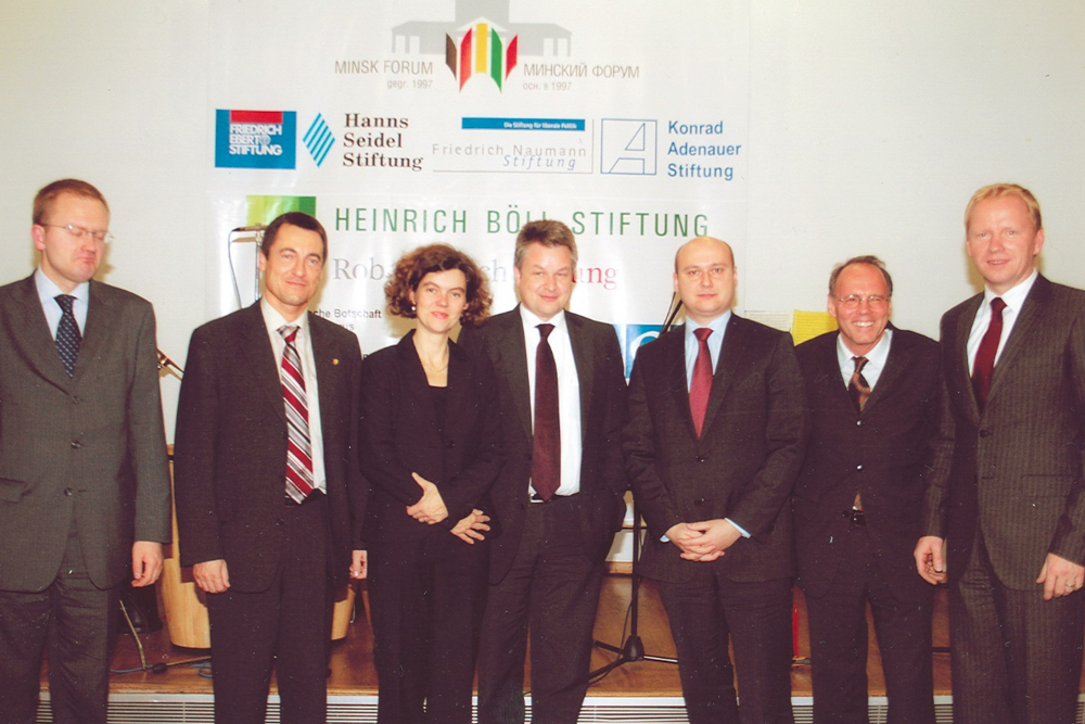 Prof. R. Lindner (r.) and the officials at the Minsk forum